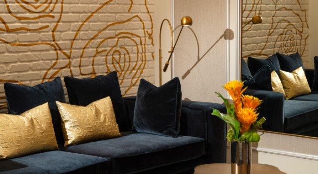 Couch Mirror Vignette